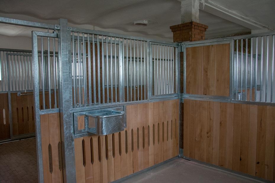 elkészült lovasboxok