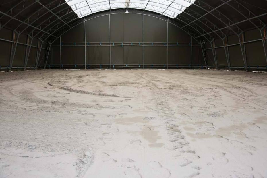Indoor riding arena in Hosszúréti Lovas Major